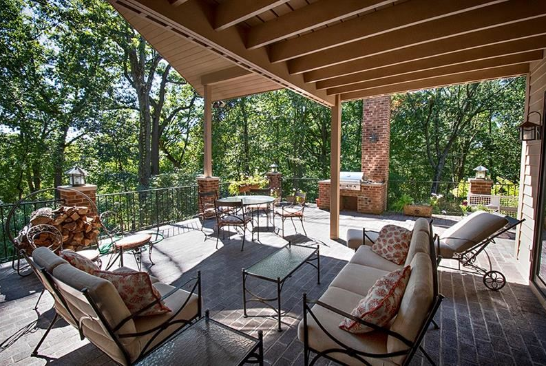 Howard Hanna Homes of Distinction covered patio in Pennsylvania house